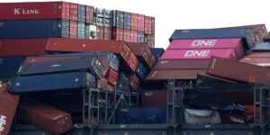 потери морских контейнеров фото