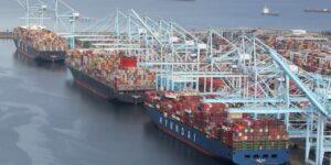 Заторы в портах США фото